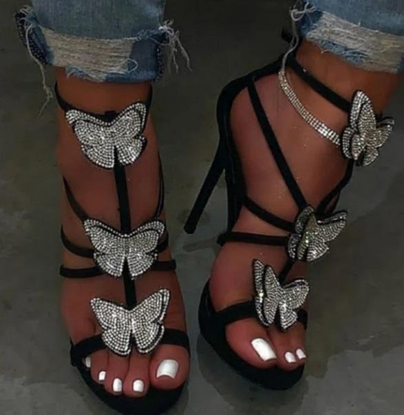 damski sandali s ukrasa